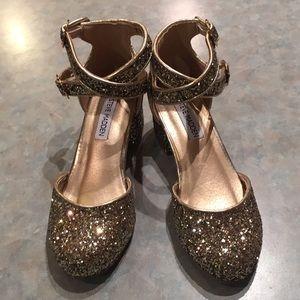 Steve Madden gold sparkle girls shoes